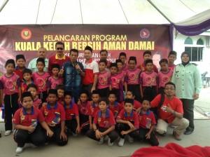 Nindiaaa..warga SKHI tidak melepaskan peluang bergambar kenangan dengan DJ Ed yang popular dengan lagu Kucing 1Malaysia & Jom Mai Kedah.