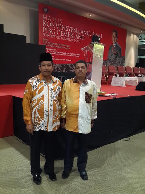 Guru Besar Cemerlang & YDP PIBG bergambar kenangan ketika menghadiri Majlis Konvokesyen PIBG Cemerla